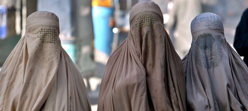 Foto: Unas mujeres con burka (Efe)