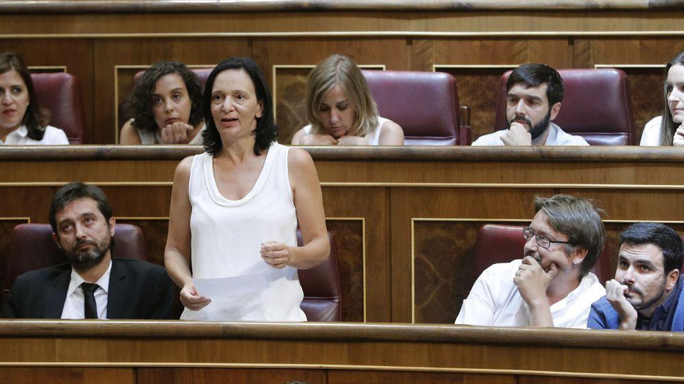 Foto: La diputada de Unidos Podemos Carolina Bescansa promete acatar la Constitución, durante la sesión constitutiva de las Cortes Generales de la XII Legislatura, que ha tenido lugar hoy en el Congreso. (EFE)