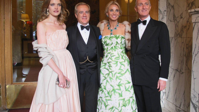 Natalia Vodianova, Allen Sanginés-Krause, Corinna zu Sayn-Wittgenstein y el príncipe Paolo Borghese, en 2014. (Getty)