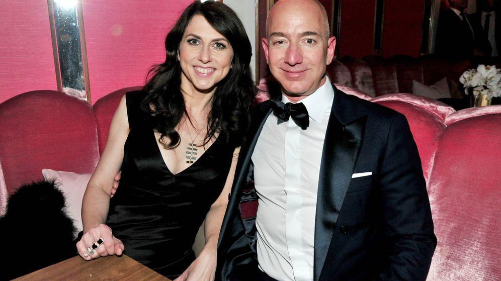 Foto: Bezos y su aún esposa, MacKenzie. (Getty)