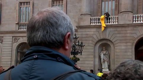 Barcelona cuelga un lazo amarillo para reclamar la libertad de los presos
