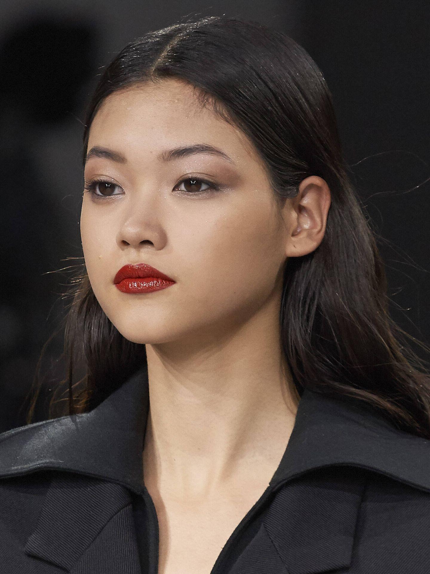 Las sombras de ojos líquidas permiten utilizar menos productos para conseguir un maquillaje menos marcado pero más luminoso. (Imaxtree)