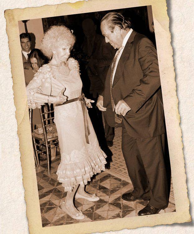 Foto: La duquesa de Alba junto a Curro Romero en un fotomontaje de Vanitatis