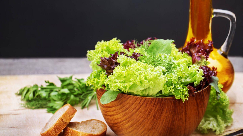Pan, aceite de oliva y hortalizas.