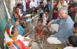 Microcréditos, bajo sospecha: El nobel Yunus es un gran impostor