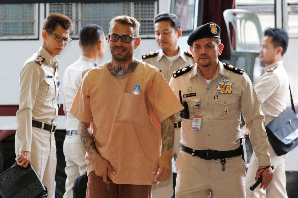 Foto: Artur Segarra a su llegada al tribunal en Bangkok, el 4 de mayo de 2016 (Reuters)