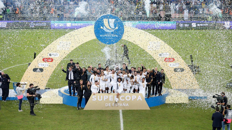 Los jugadores del Real Madrid celebran su triunfo en la final de la Supercopa de España en Arabia Saudí. (EFE)
