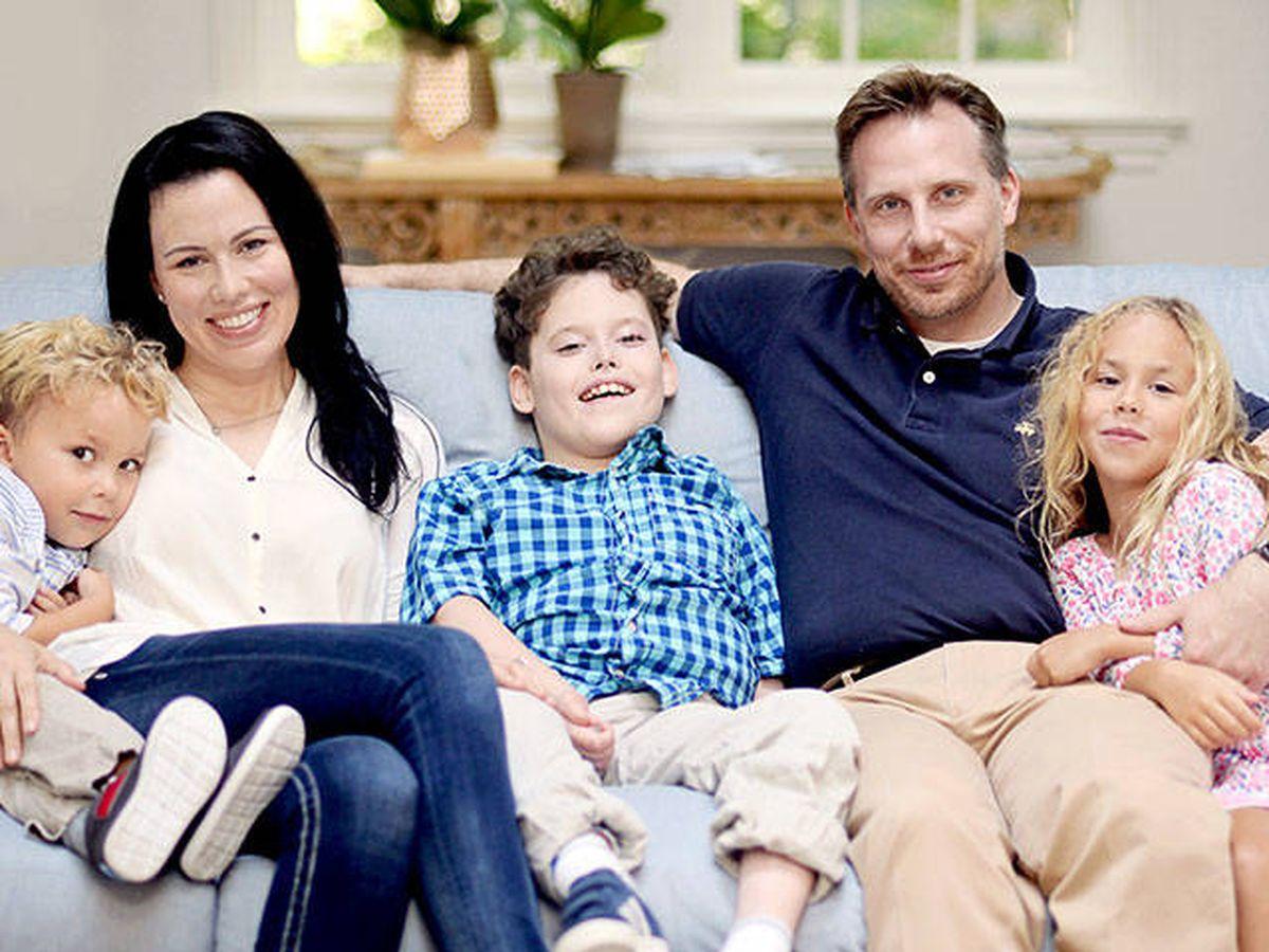 Foto: Bertrand Might, en el centro, uno de los 60 casos de deficiencia de NGLY1. Foto: Sanford Burnham Prebys Medical Discovery Institute