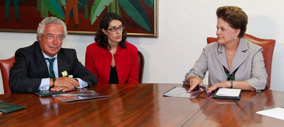 Foto: Fotografía de archivo del presidente de Isolux, Luis Delso, en una reunión con la mandataria brasileña, Dilma Rousseff (d). (EFE)