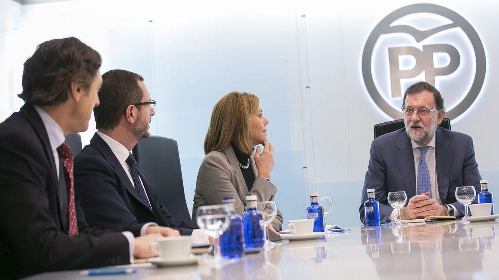 Foto: El presidente del Gobierno en funciones, Mariano Rajoy (d), ayer en la reunión del comité de dirección del PP. (EFE)