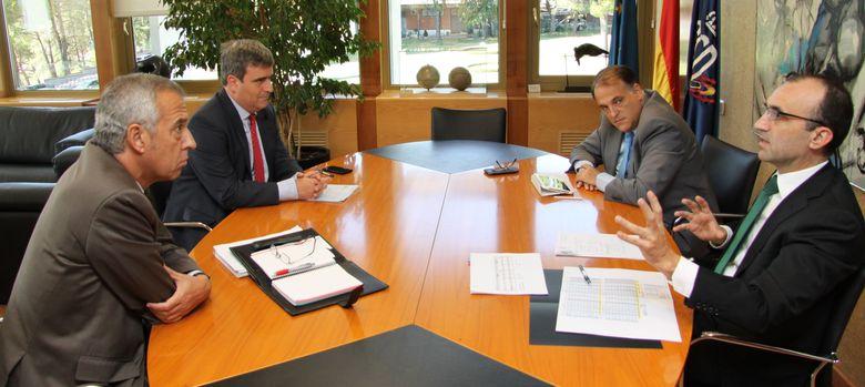 Foto: Reunión entre Miguel Cardenal y Javier Tebas (Foto:CSD).