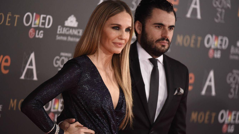 Foto: Emiliano Suárez, acompañado de su esposa, Carola Baleztena, en los Goya 2017 (Gtres)