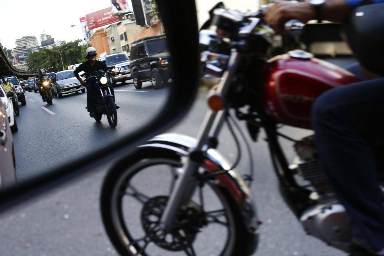 Foto: Motoristas entre el tráfico de Caracas, capital de Venezuela, en octubre de 2013. (Reuters)