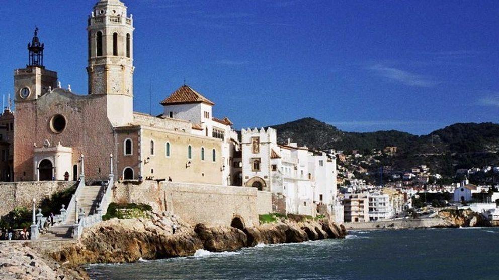 Sitges, un gran viaje entre el mar y el onírico reino del cava