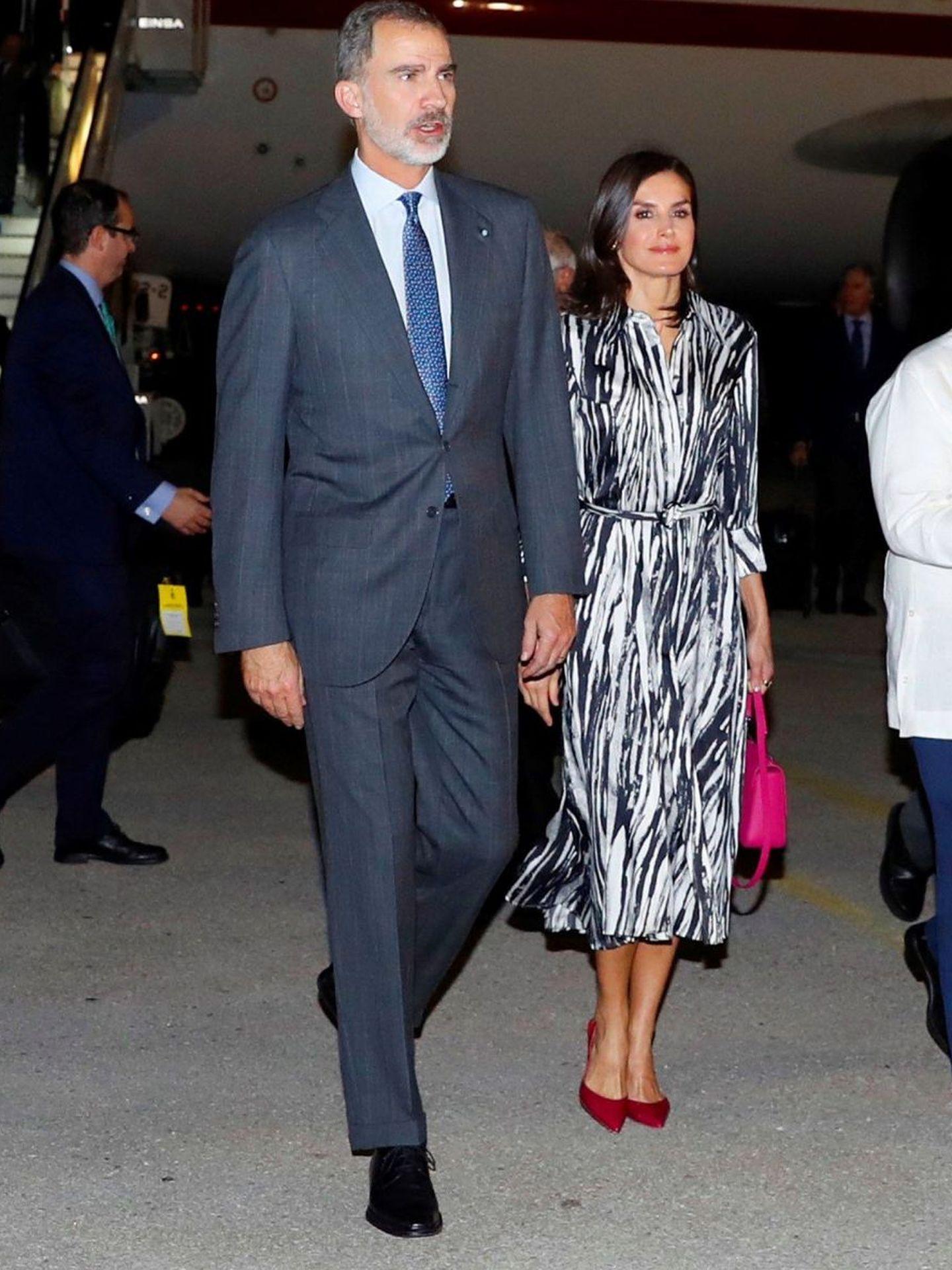 Los Reyes, a su llegada a Cuba. (EFE)