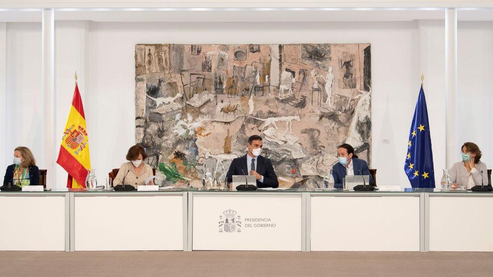 Foto: El presidente del Gobierno, Pedro Sánchez (c), preside este domingo un Consejo de Ministros extraordinario. (EFE)