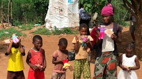 Una abuela británica teje 1000 ositos de peluche para los niños de África