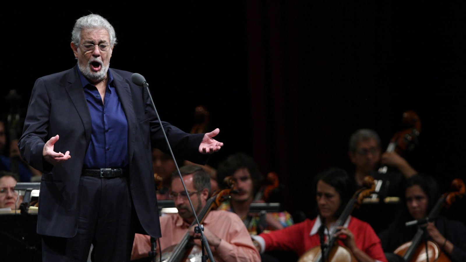 Foto: El tenor español Plácido Domingo canta durante un ensayo. (EFE)
