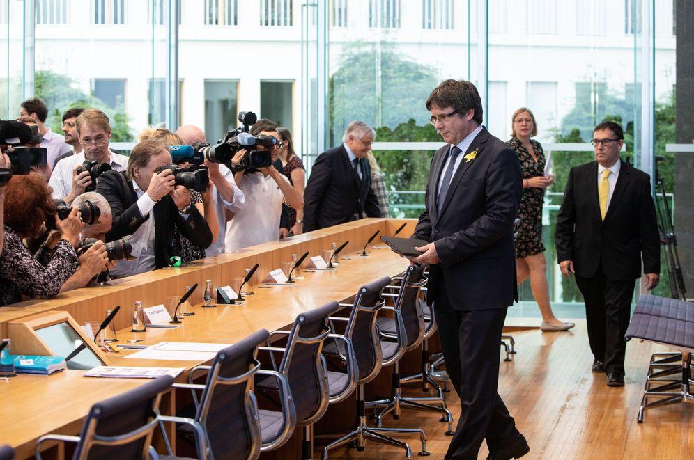 Foto: Carles Puigdemont, a su llegada a la rueda de prensa en Berlín, este miércoles 25 de julio de 2018. (EFE)