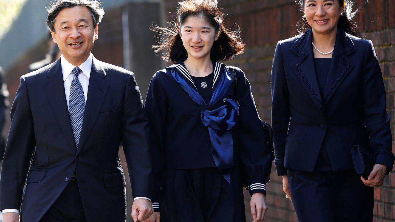 El matrimonio, con su única hija, Aiko. (Reuters)