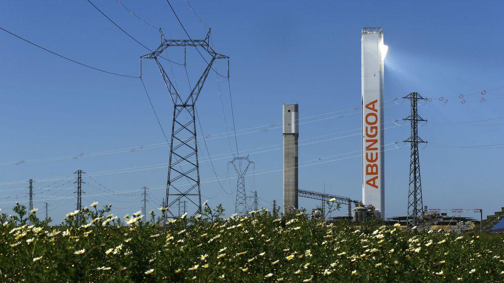 Foto: Una de las torres solares de Abengoa en Sevilla. (Reuters)