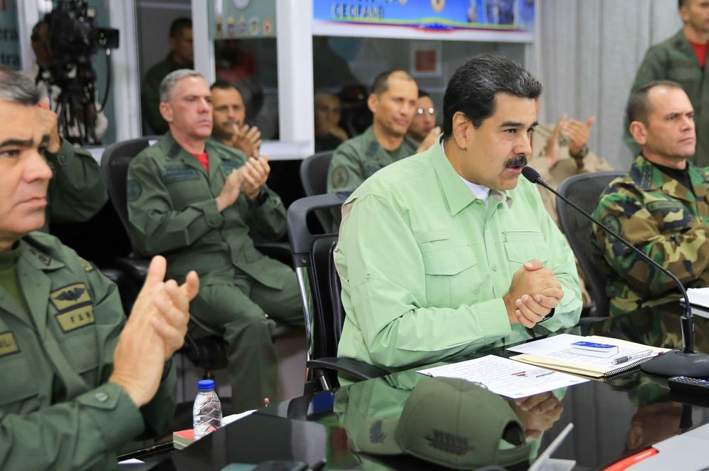 Foto: El presidente de Venezuela, Nicolás Maduro (c), mientras participa en un acto de gobierno, en compañía de militares, este jueves, en Caracas. (EFE)