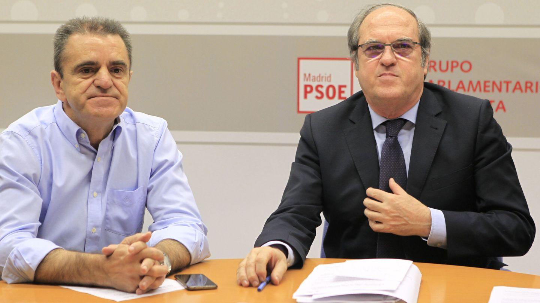 Ángel Gabilondo, portavoz socialista en la Asamblea (dcha.), junto a su número dos en la Cámara, el diputado José Manuel Franco, el pasado 7 de junio. (EFE)