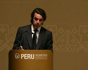 """Aznar está """"profundamente disgustado"""" por la marcha de San Gil y Ortega Lara"""