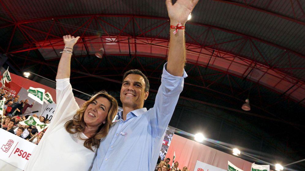 Foto: Pedro Sánchez y Susana Díaz, en un mitin de precampaña de las generales del 20-D en Viator, Almería, el 7 de noviembre de 2015. (EFE)