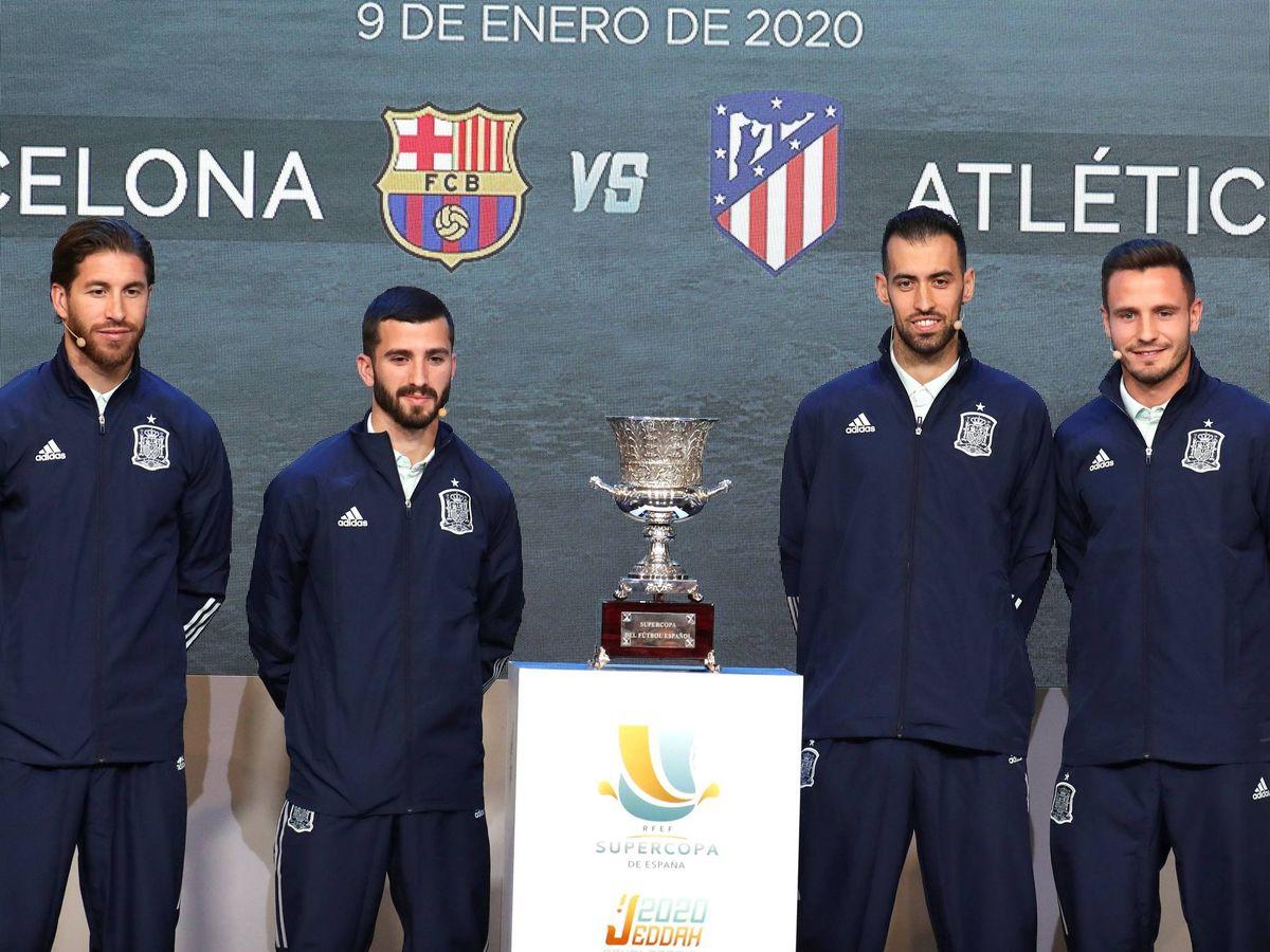 Foto: Sorteo de los emparejamientos de la Supercopa de España que se jugará en la ciudad saudí de Yeda. (EFE)