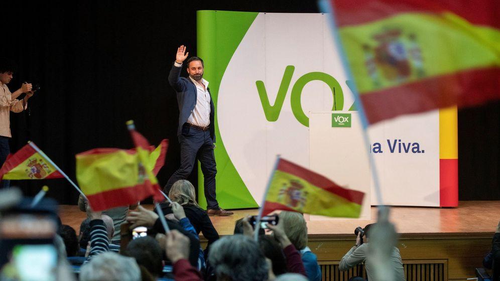 Foto: El presidente de Vox, Santiago Abascal, en un mitin en Teruel. (EFE)
