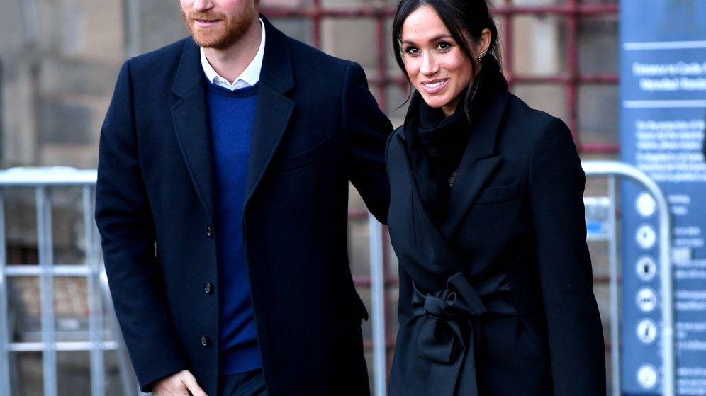 Foto: El príncipe Harry y Meghan Markle visitando el castillo de Cardiff.