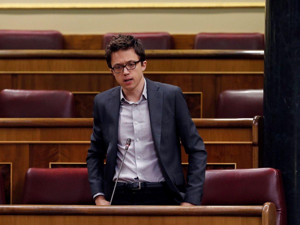 Foto: Íñigo Errejón durante su intervención en la primera sesión del control al Ejecutivo tras el decreto del estado de alarma. (EFE)