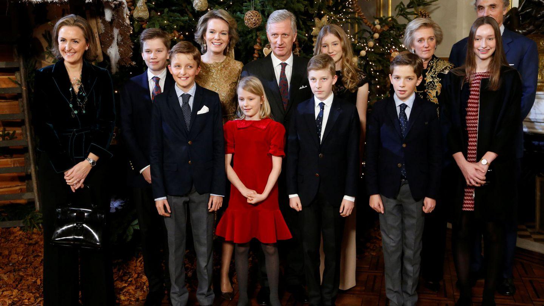 Claire, a la izquierda, con sus tres hijos y la familia real, en 2017. (Reuters)