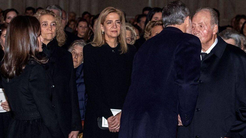 La última vez que se vio a los hermanos con su padre fue en el funeral de la infanta Pilar. (EFE)