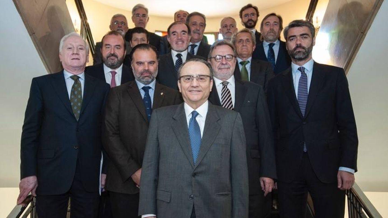 Foto de familia de la nueva dirección de la Asociación de Medios de Información. (AMI).