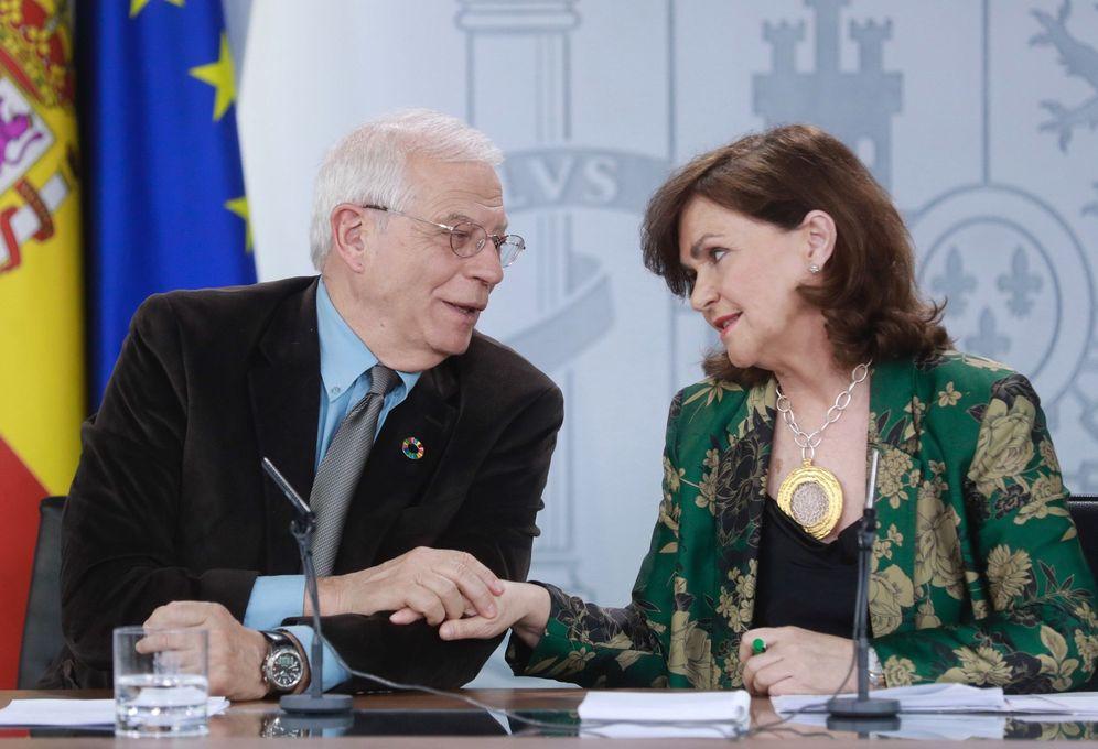 Foto: Carmen Calvo y Josep Borrell, el pasado 1 de marzo tras la reunión del Consejo de Ministros. (EFE)