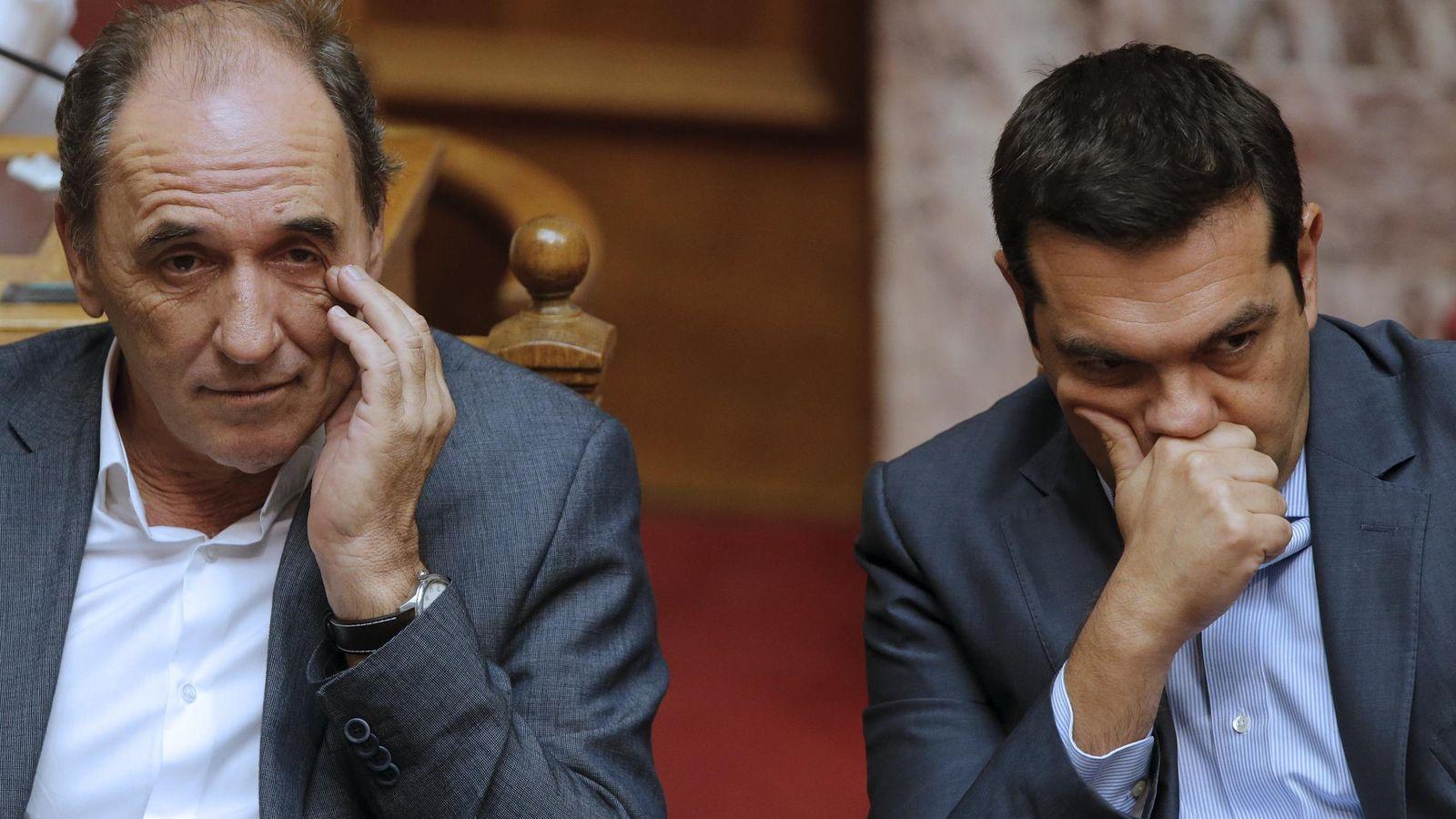 Foto: El ministro de Economía griego George Stathakis y el Primer Ministro Alexis Tsipras. (Reuters)