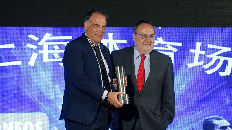 Alfredo Relaño, junto a Javier Tebas. (EFE)
