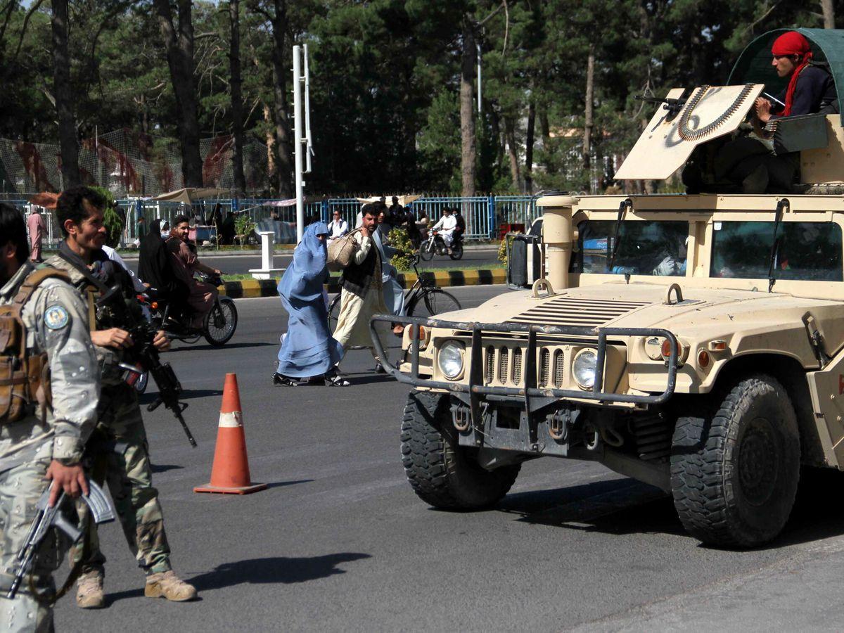 Foto: Soldados afganos en Herat, donde se han producido intensos combates. (EFE)