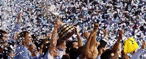 Luis Suárez y Forlán convierten a Uruguay en campeón de la Copa América