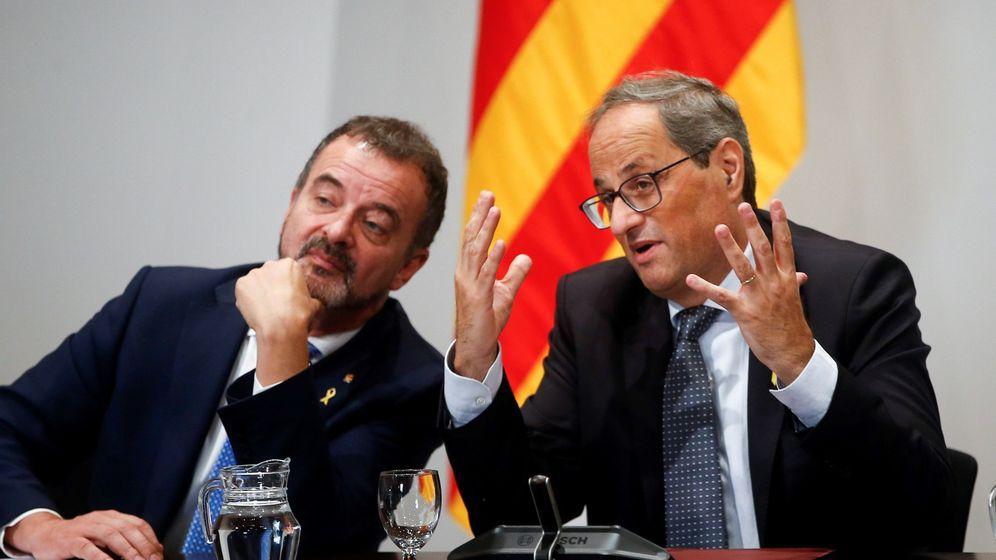 Foto: El conseller de Acción Exterior, Alfred Bosch (i), junto a Quim Torra. (EFE)