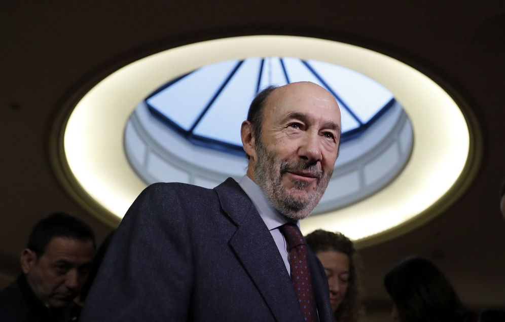 Foto: Alfredo Pérez Rubalcaba, el pasado 29 de noviembre a su llegada a un encuentro sobre reforma constitucional en Madrid. (EFE)