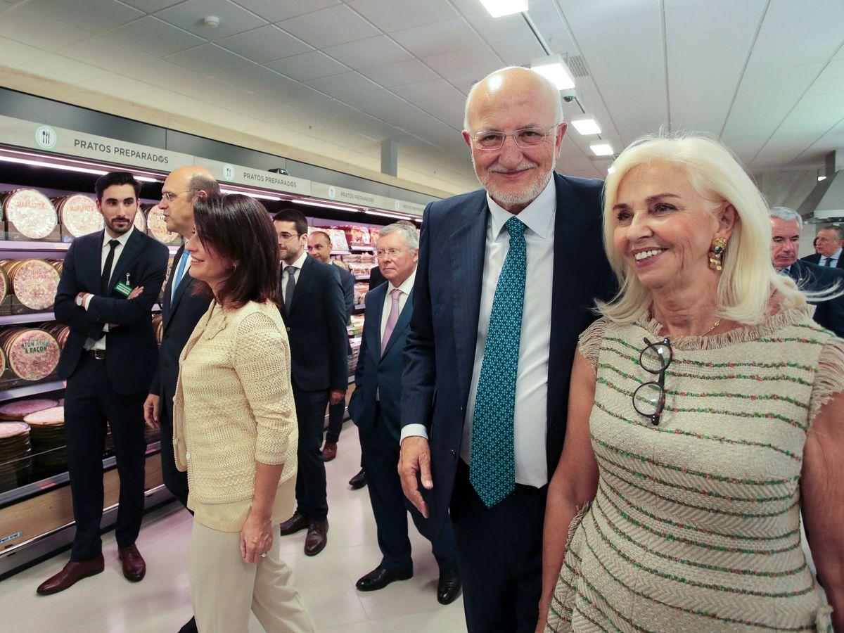 Foto: El presidente de Mercadona, Juan Roig, con su esposa Hortensia. (EFE)