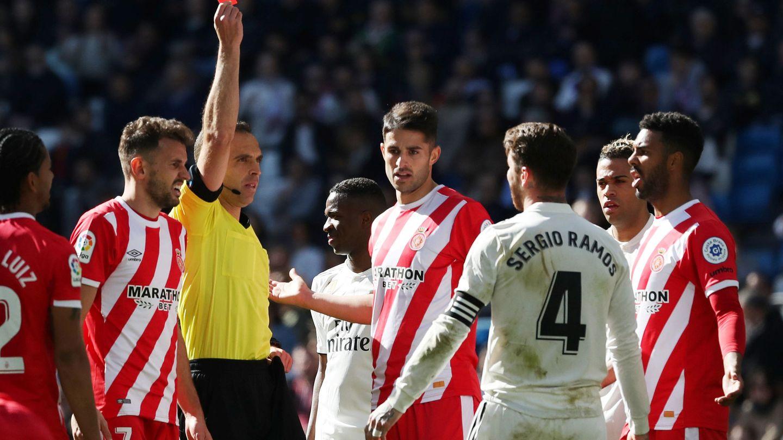 Sergio Ramos expulsado contra el Girona. (Efe)