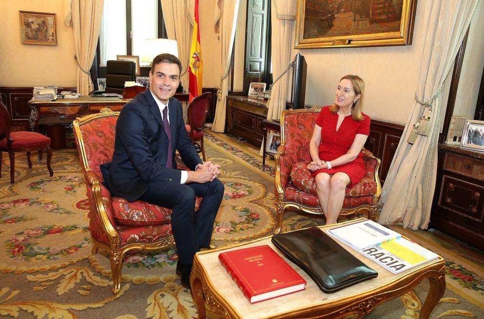 Foto: Los presidentes del Gobierno y del Congreso, Pedro Sánchez y Ana Pastor, el pasado 5 de julio en la Cámara Baja. (EFE)
