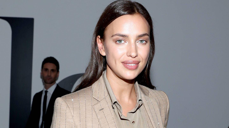 Irina Shayk, con la piel ultrailuminada y una mirada radiante. (Getty)