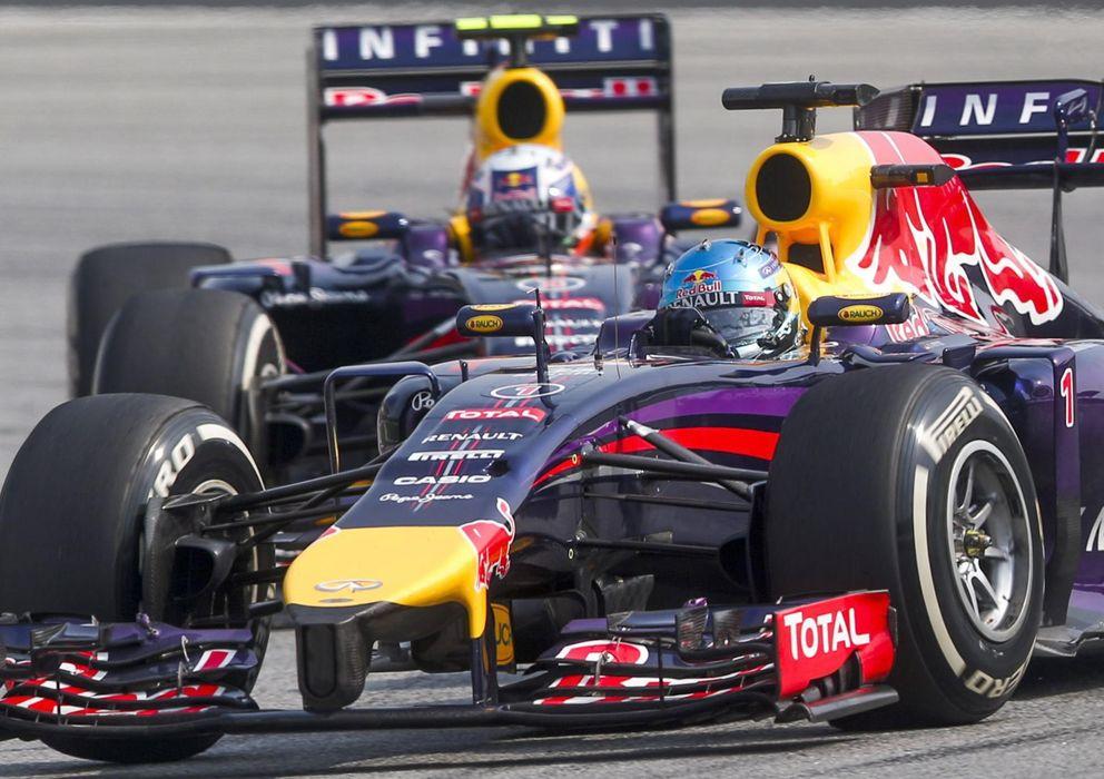 Foto: Sebastian Vettel y Daniel Ricciardo peleando por la tercera posición.