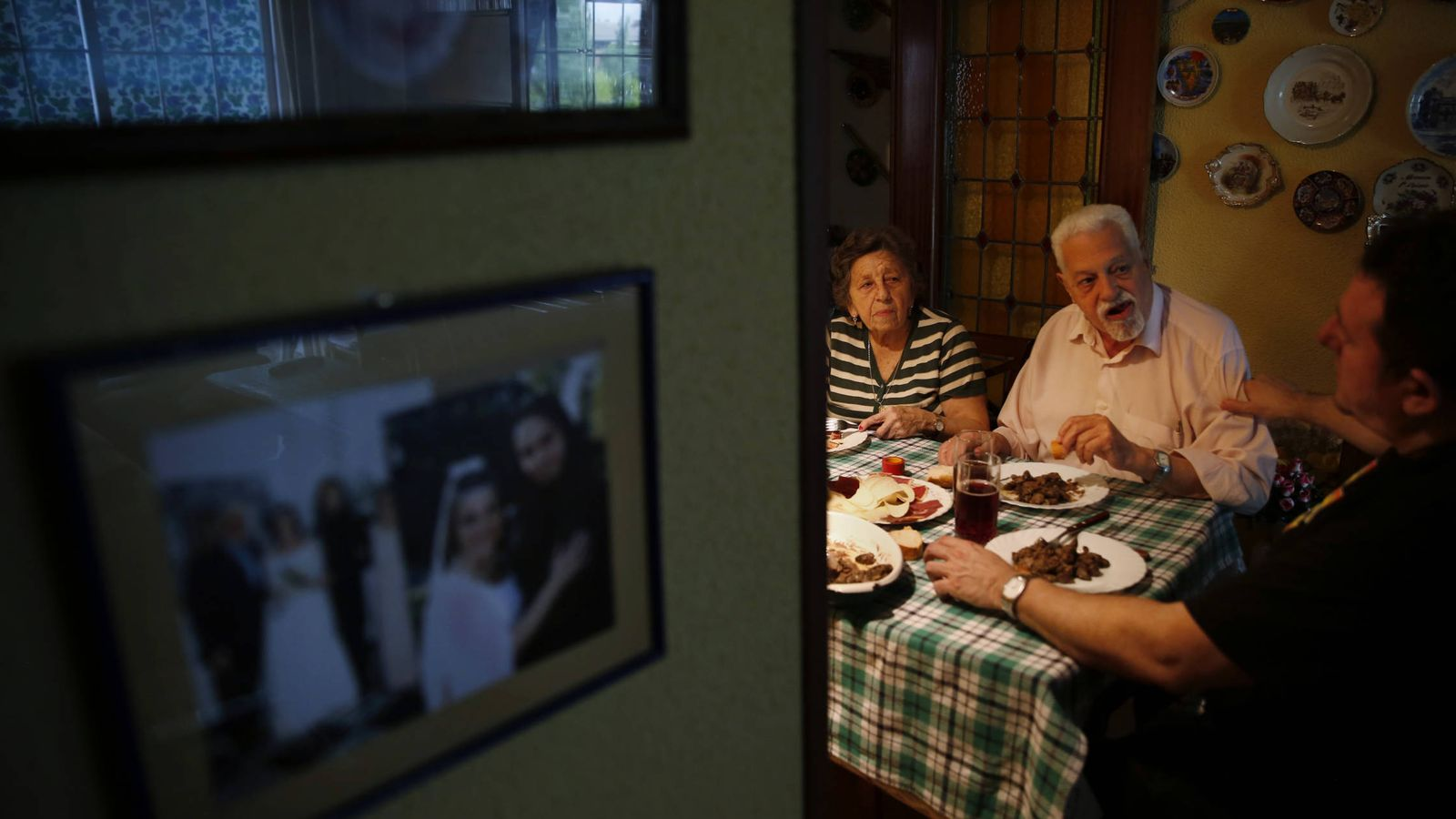 Foto: Luisa y Ángel, dos jubilados españoles. (Susana Vera/Reuters)
