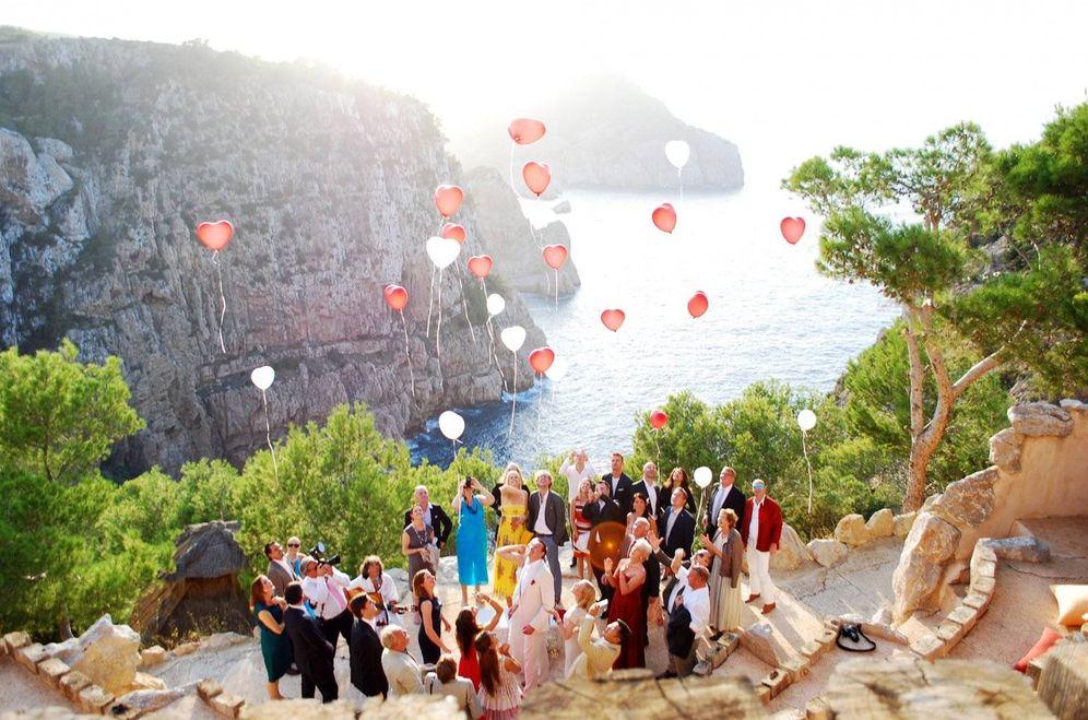 Foto: Una boda por todo  lo alto (del acantilado) en Hacienda Na Xamena. (Foto: Instagram)